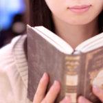 読書のしすぎによる肩こりに注意!ストレッチ習慣の「肩こり解消効果」に迫る