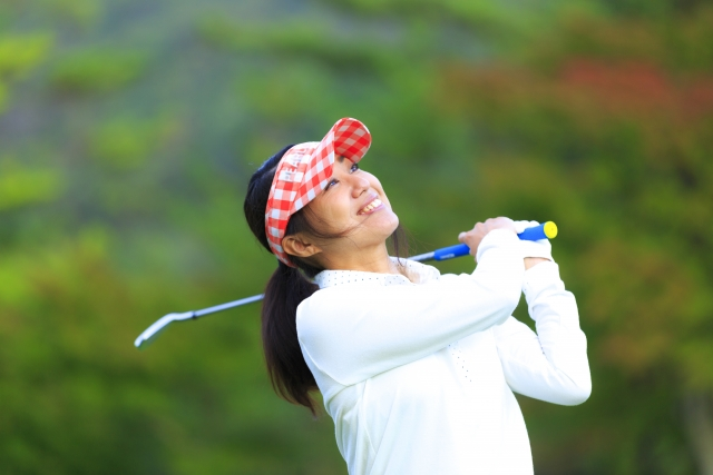 いま女子ゴルフが熱い!ゴルフ女子の夏場の日焼け対策は?暑い夏でもあえて長袖がおすすめの理由3選