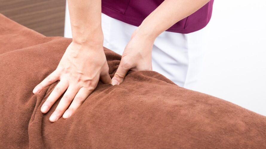 背中が痛む原因は?疲れ対策のマッサージのポイント